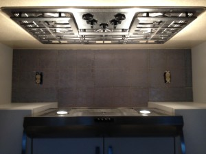 "60""x 18"" (24"" in center) Interlocking Keystone Backsplash"